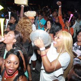 Magnum Container Satdazs female promoters clash
