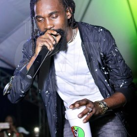 Anthony Minott photo  Munga Honourable was the surprise guest artiste at  Cross Di Wataz. which was held Tuesday Night.